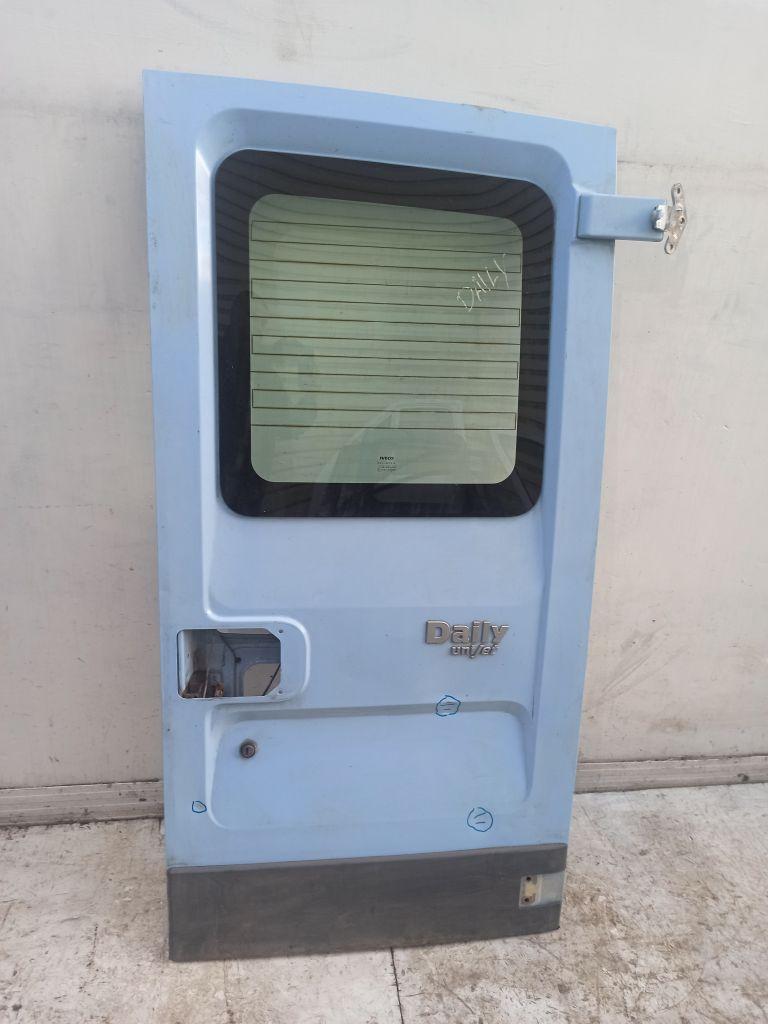 Дверь багажника правая Iveco