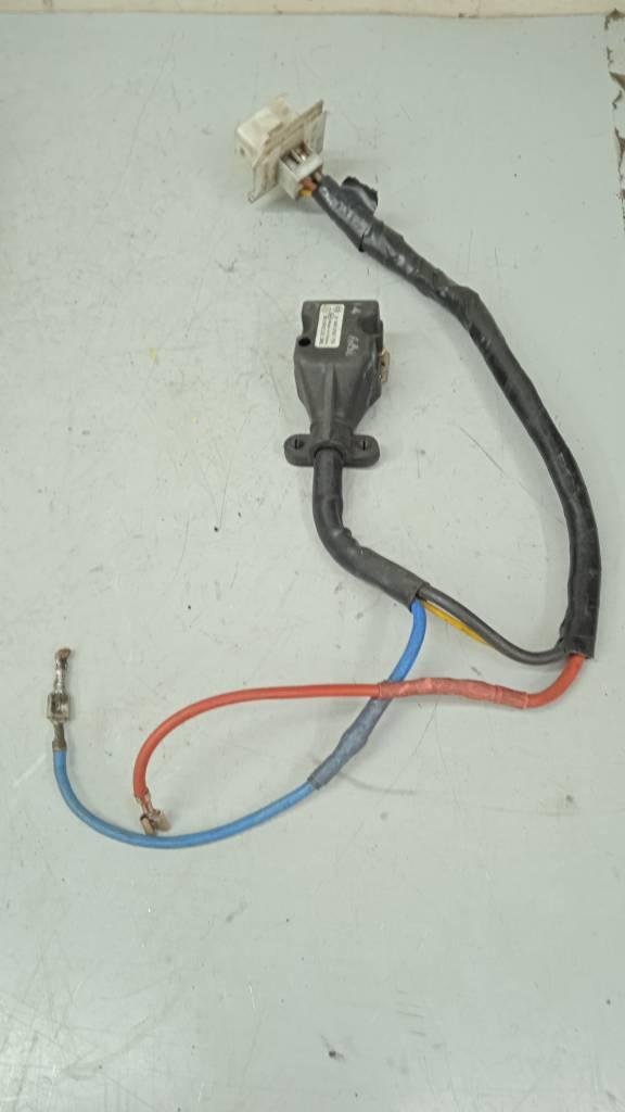 Резистор отопителя A2108200917 Mercedes W210 E