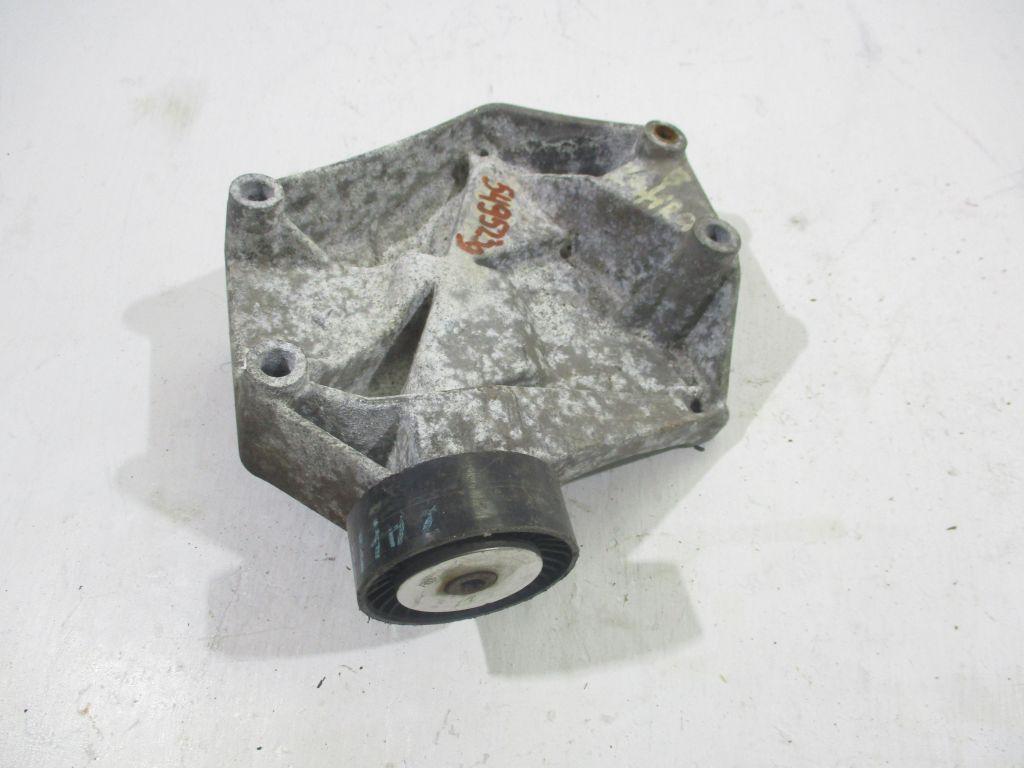 Кронштейн компрессора кондиционера Opel