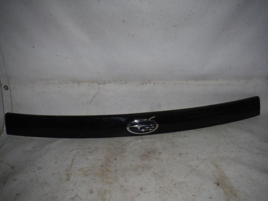 Накладка двери багажника Subaru