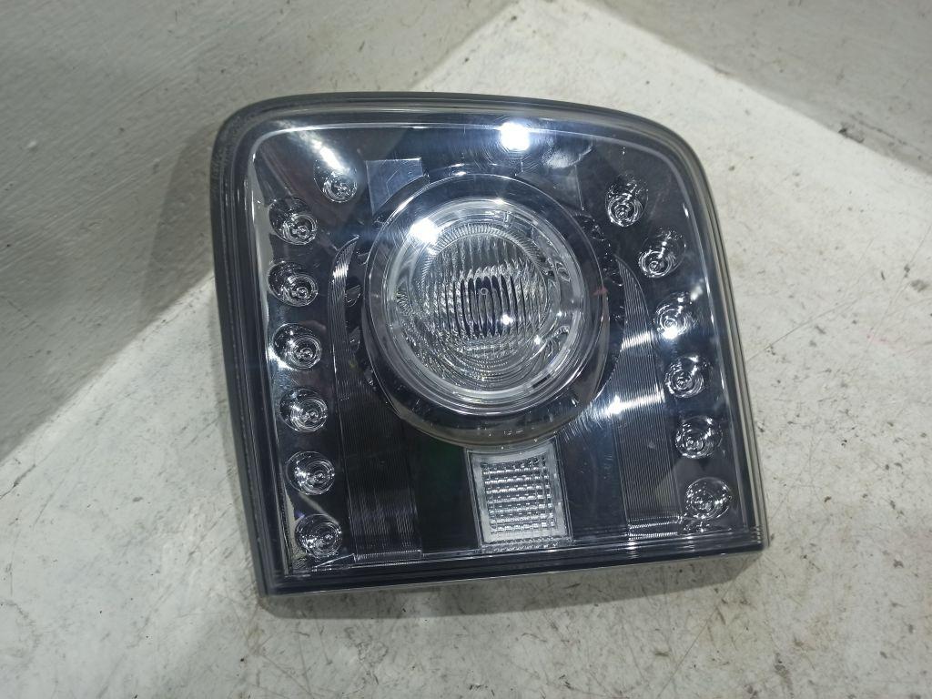 Фонарь задний правый внутренний Nissan
