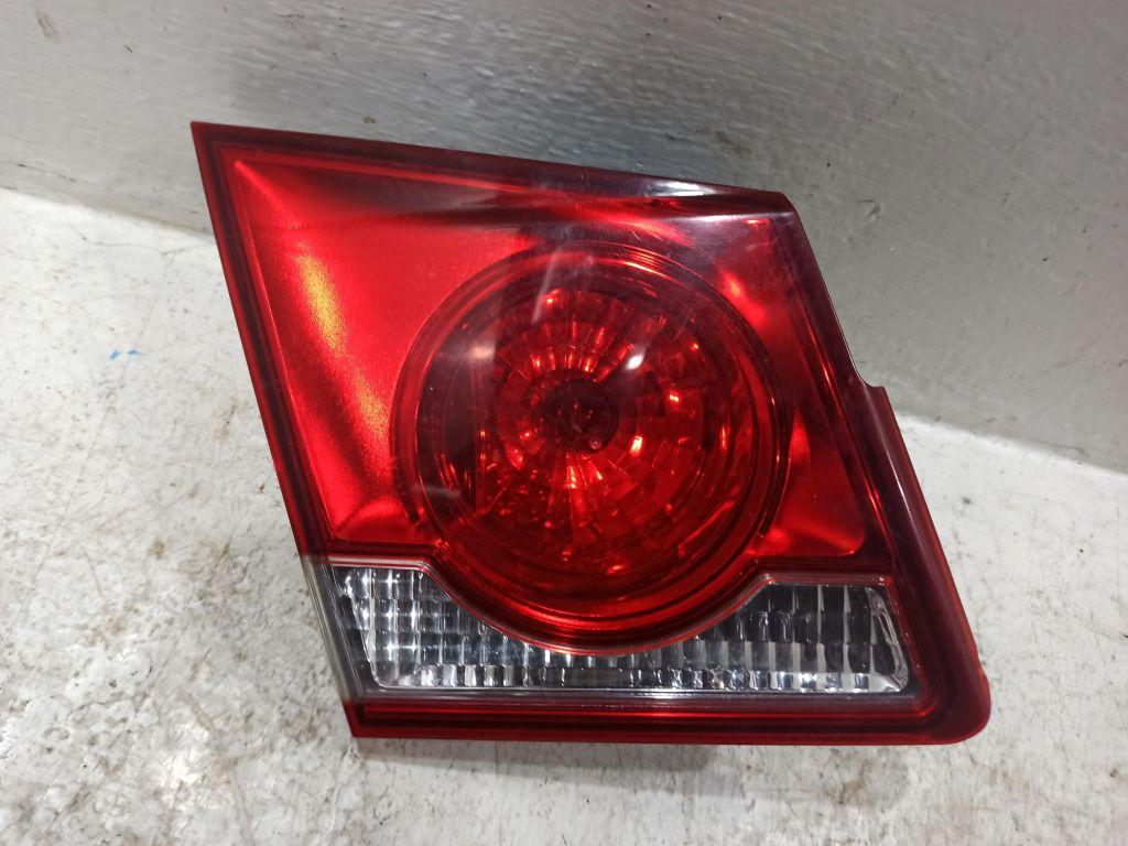 Фонарь задний левый внутренний Chevrolet