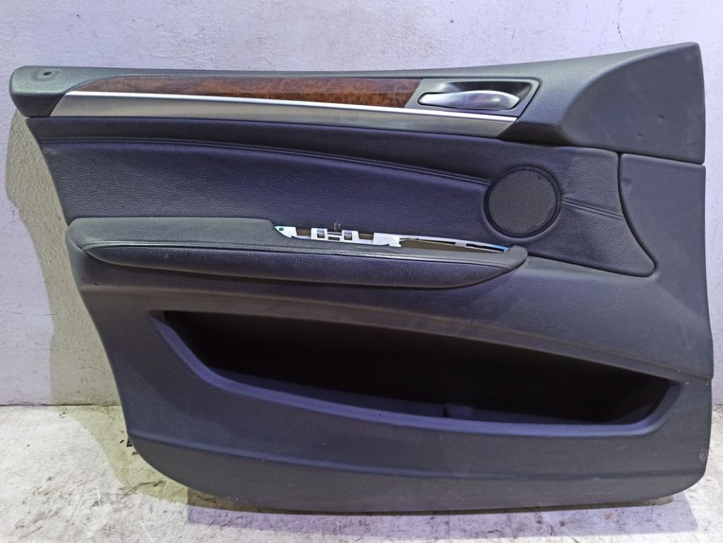 Обшивка двери передней левой BMW
