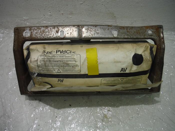 Подушка безопасности в торпеду Peugeot