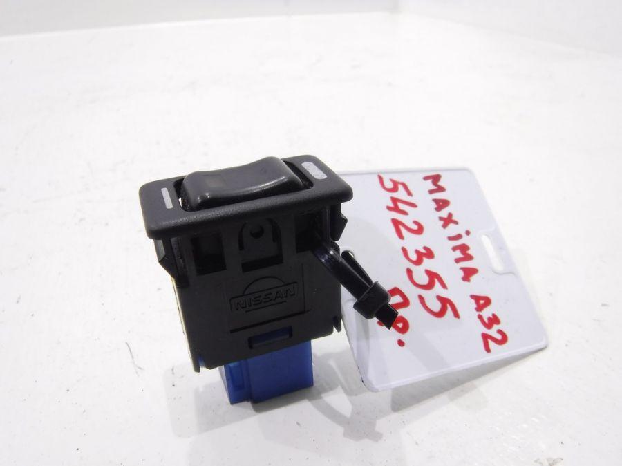 Кнопка обогрева сидений Nissan