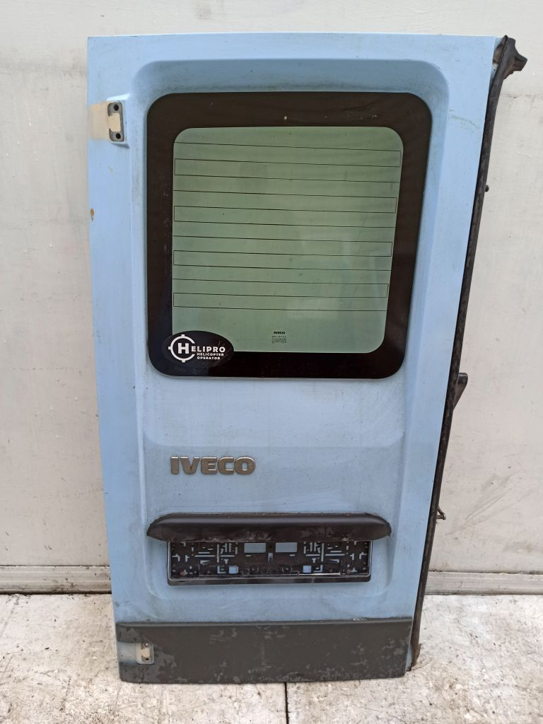 Дверь багажника левая Iveco