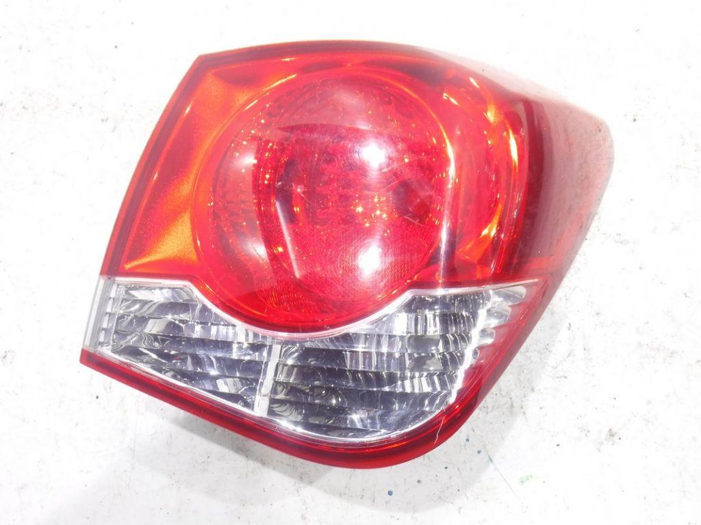 Фонарь задний правый наружный Chevrolet