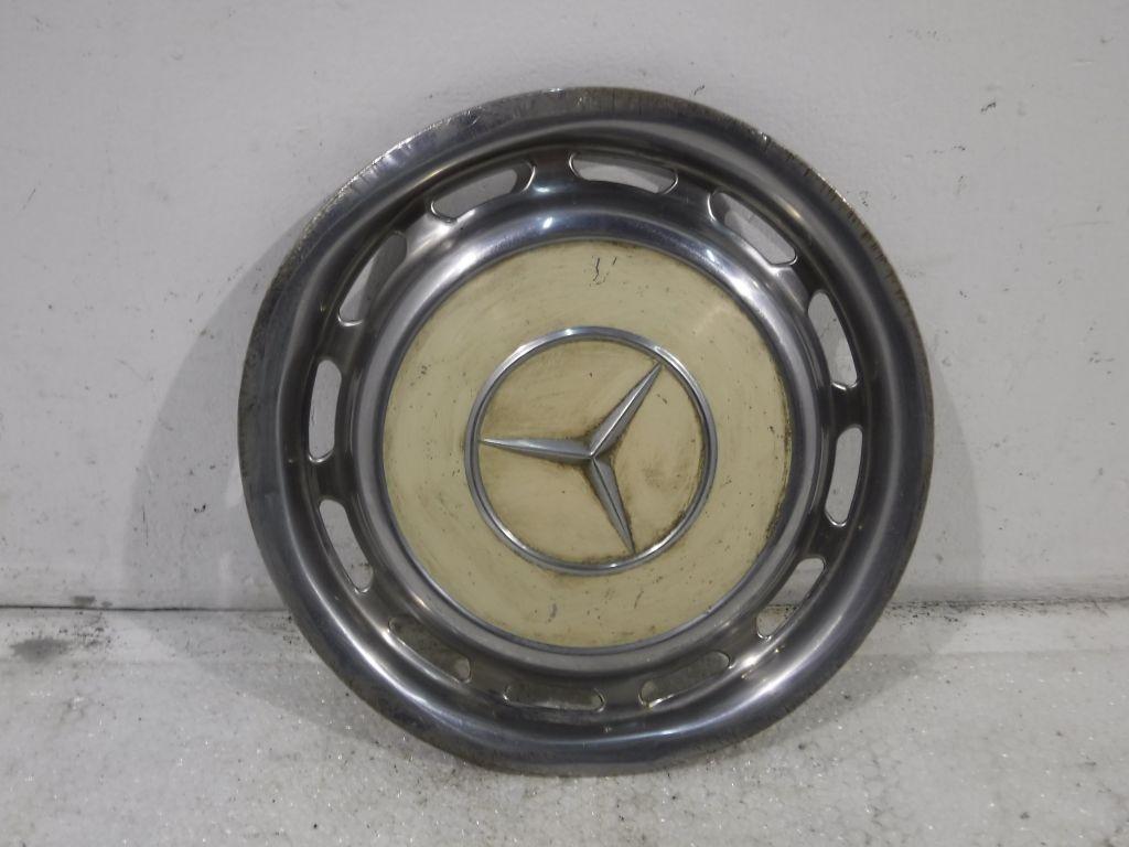 Колпак стального диска Mercedes