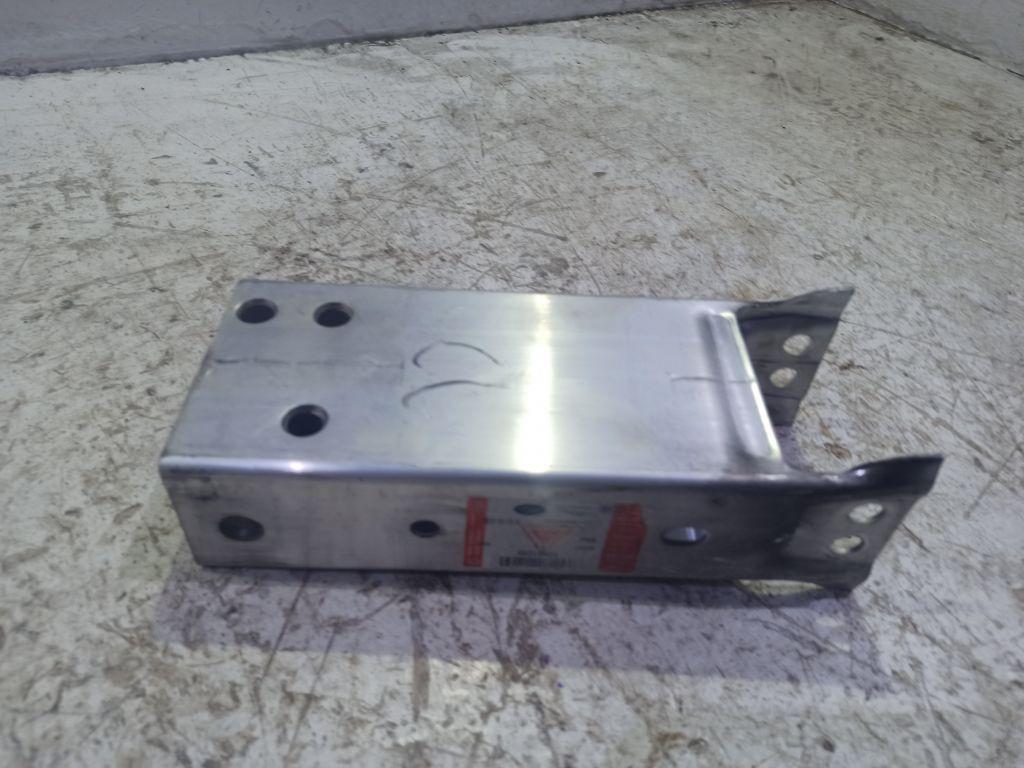 Кронштейн усилителя переднего бампера Jaguar