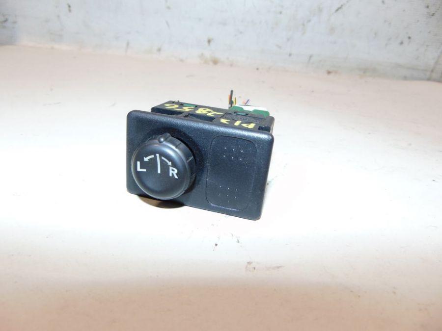 Кнопка регулировки зеркала Nissan